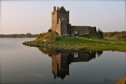 Resultado de imagem para Dunguaire Castle galway